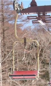 pair lift with bell at Edelweiss, uploaded by 3da5rider  [Edelweiss Ski Resort, Nikko City, Tochigi]