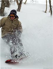 Ian S finding powder 5 days after the last snowfall. Mike Richards photo, uploaded by Mike Pow  [Mount Racey, Yubari City, Hokkaido]