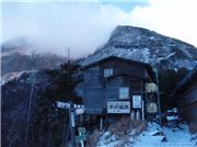 Passing by Natsuzawa Hut (Closed), Ioudake Peak in the background, Nov 16 2010, uploaded by Queen Cosmo