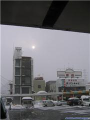 The famous yuzawa station web-camera, uploaded by maninjapan  [Maiko Snow Resort, Minamiuonuma City, Niigata]